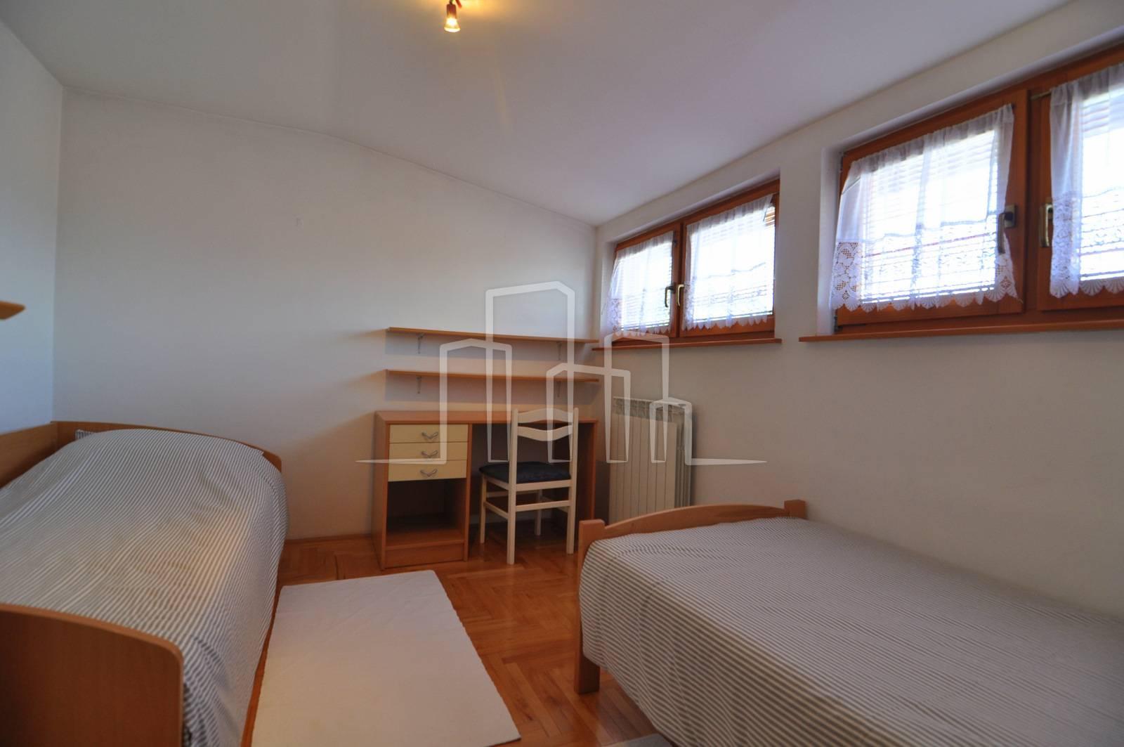 2 sprata 3 spavaće sobe 170m2  bašta 350m2 Orahov brijeg Vogošća