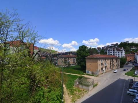 Trosoban namješten stan na prodaju Buća Potok