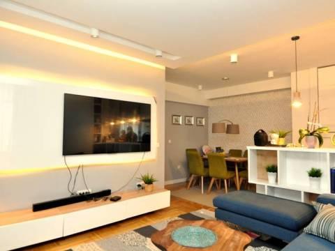 Trosoban adaptiran i namješten stan sa garažom prodaja Lužani