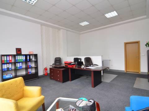 Kancelarijski opremljen poslovni prostor prodaja novogradnja Tibra 2
