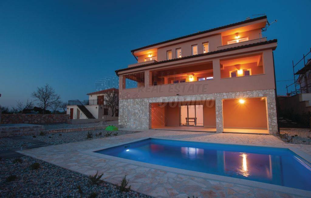 Lepa hiša z bazenom in pogledom na morje !!
