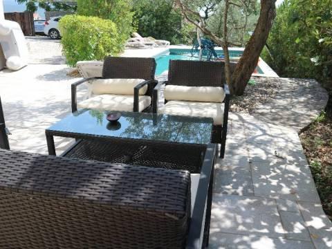 Udobna počitniška hiša z bazenom!