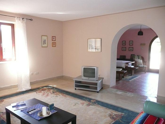 Okolica Dobrinja, prodamo obnovljeno staro kamnito hišo z velikim vrtom na mirni lokaciji!