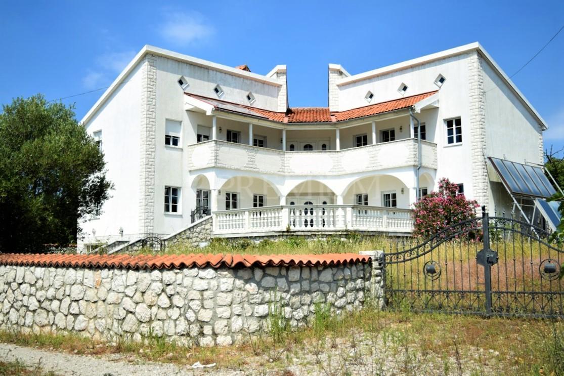 Krk, okolica, Villa sa prostranom okućnicom!