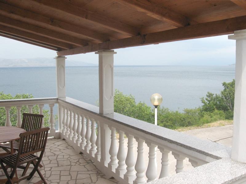 Senj, prodaja, samostojeća kuća s četiri apartmana na atraktivnoj lokacij, 20 m od mora!