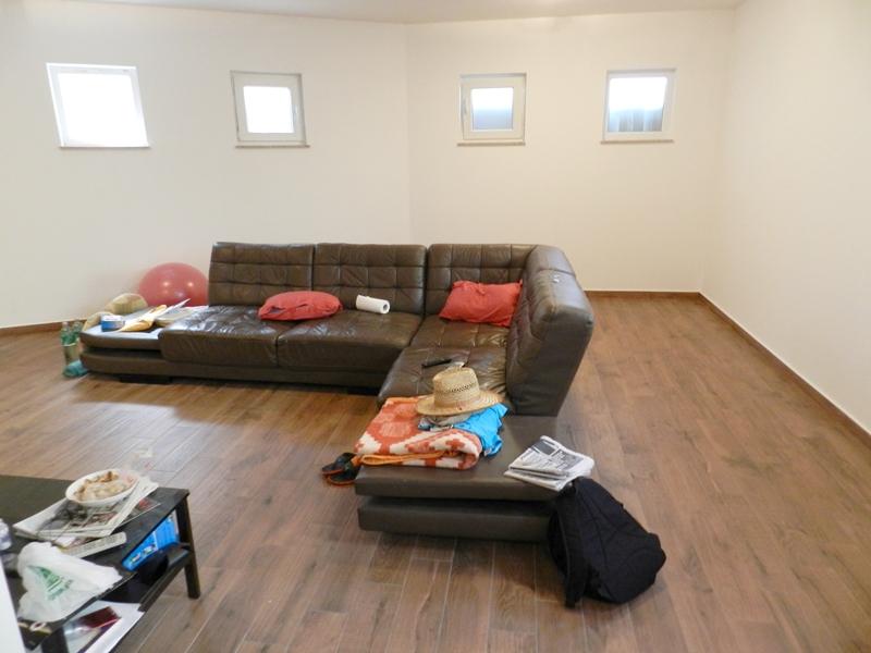 Malinska, prodaja trosobnog apartmana, samo 70 m od mora!!
