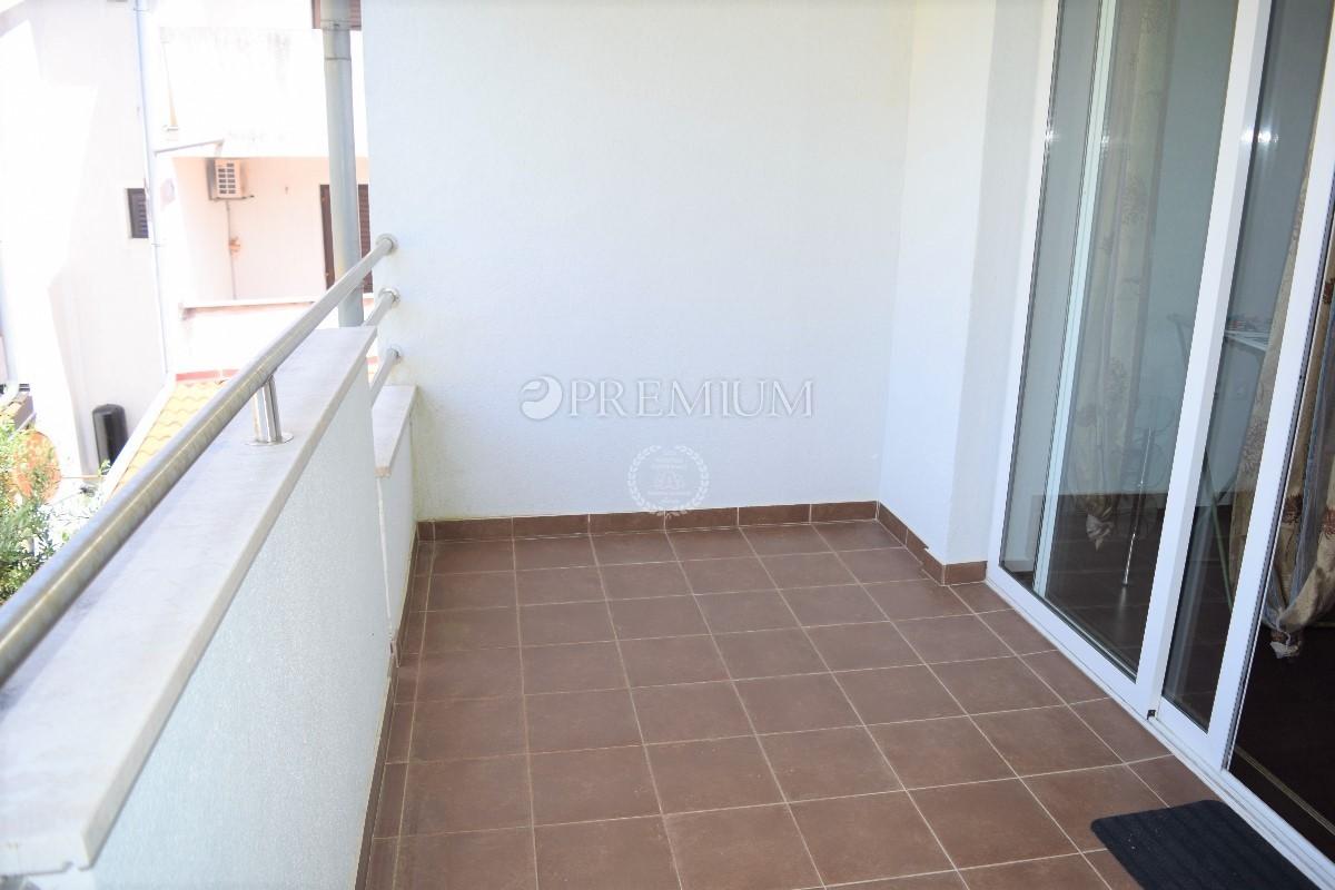 Okolica Malinske, prodaja apartmana 70 m2 sa okućnicom od 80 m2 !!