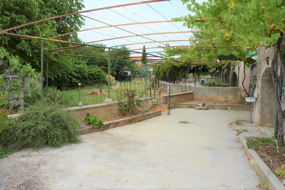 Superb ... Garden There Is A Garage Of 40 M2, An Outdoor Toilet And A Barn. The  House Is Located In A Quiet Location, 2000 M From The Sea And Has Great  Potential.