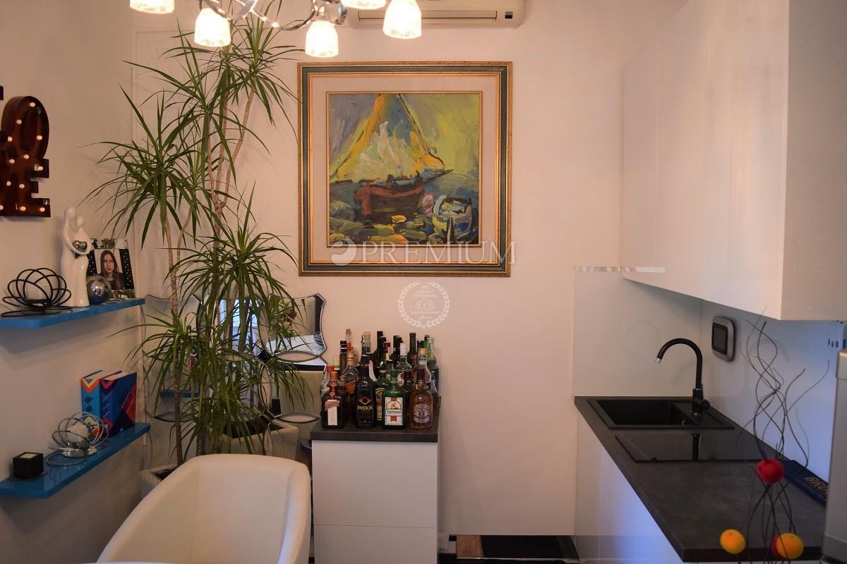 Malinska Zentrum, Verkauf von modern möblierte Wohnung in Top-Lage ...