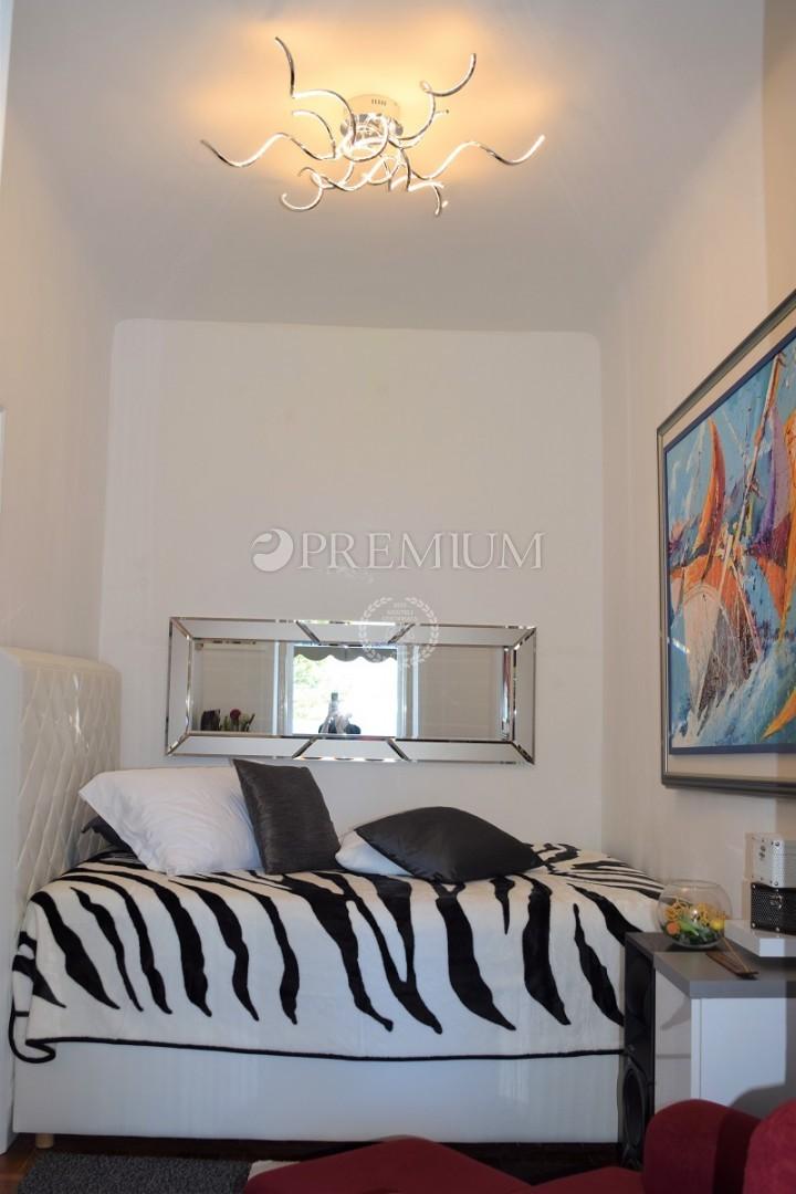 Malinska centar, prodaja moderno opremljenog apartmana na top lokaciji !!