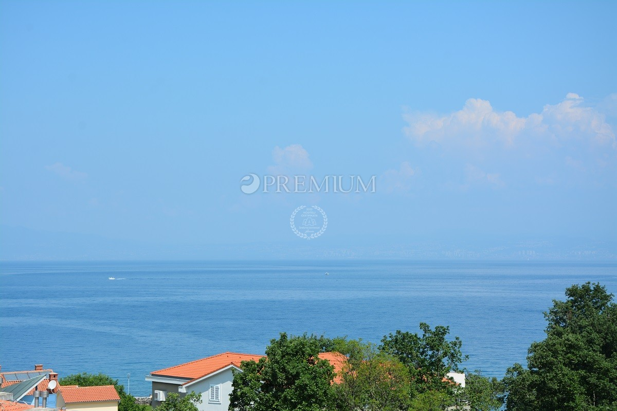 Malinska, prodaja, građevinsko zemljište od 1007m2 s pogledom na more, samo 100 m od mora!