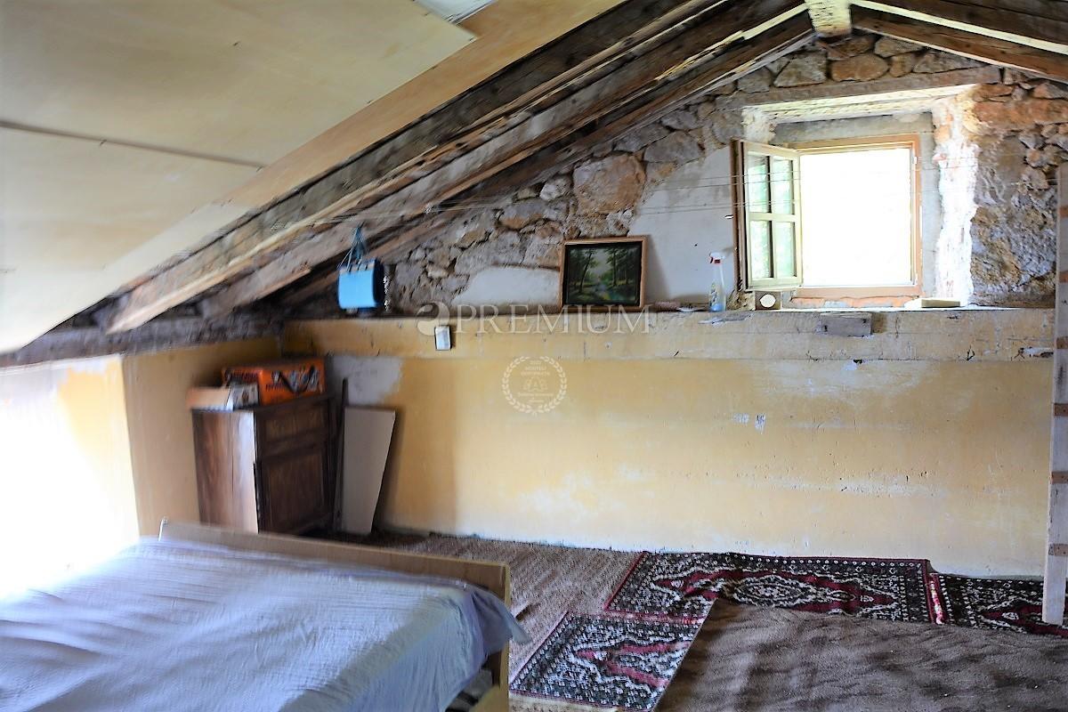 Stara Baška, prodaja, dvije stare kamene kuće u nizu od 350 m2