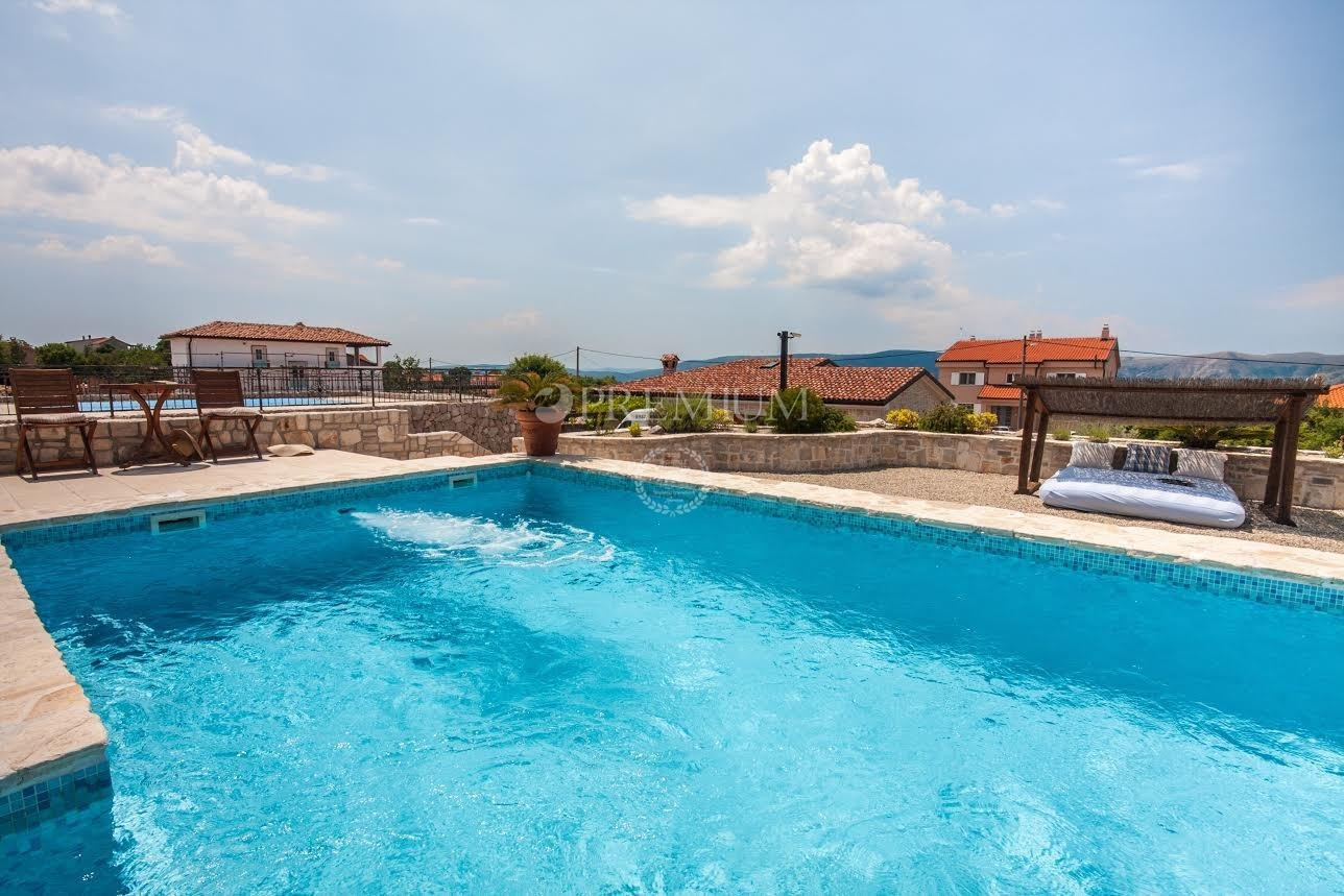 KRK OKOLICA- kamnita vila z bazenom in odprtim pogledom na morje!!!!