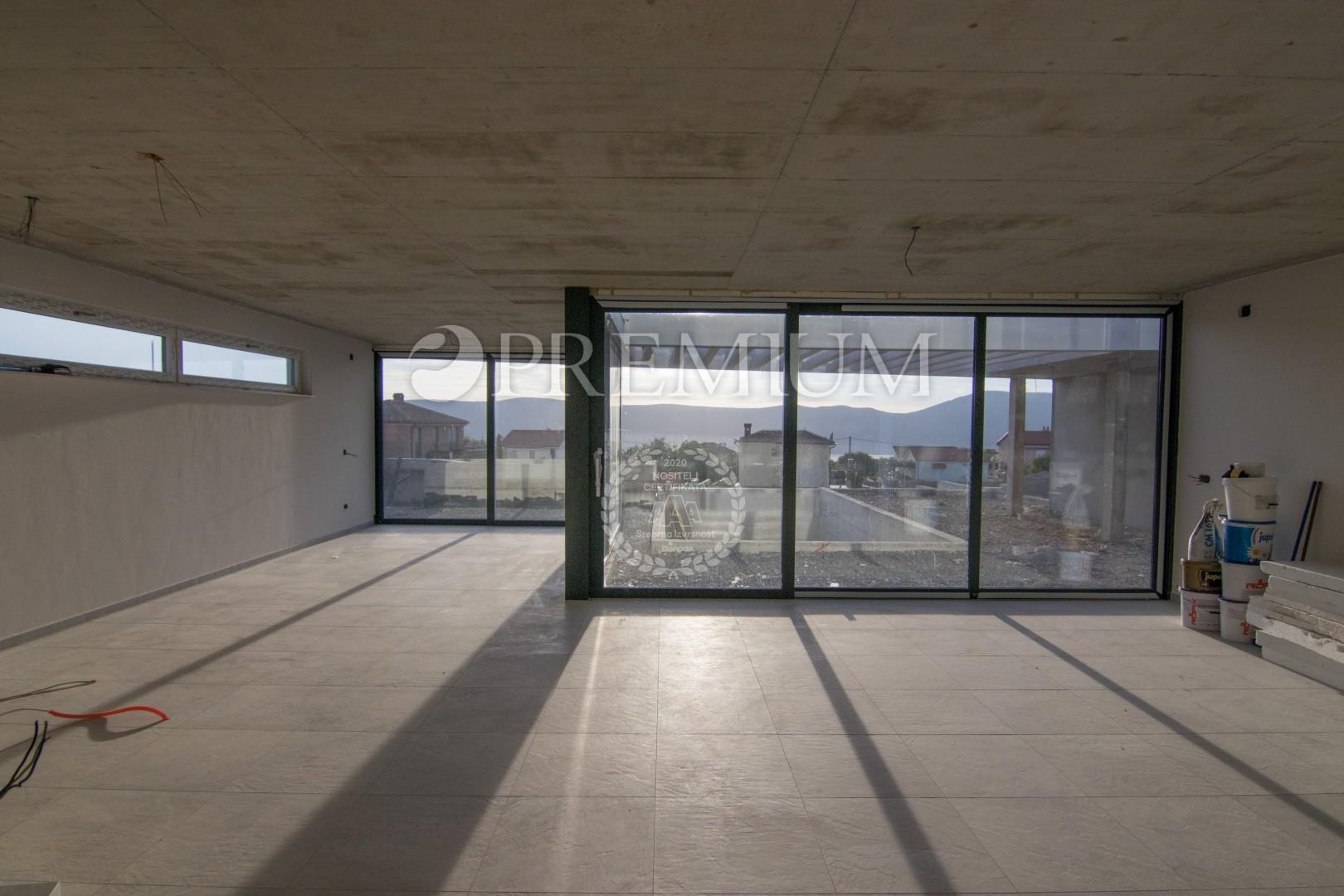 Široko območje mesta Krk, prodaja mestne vile z bazenom in pogledom na morje!