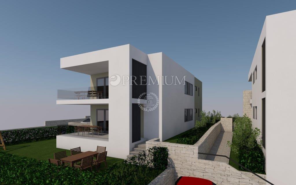 Njivice, stanovanje v prvem nadstropju nove stavbe z vrtom in odprtim pogledom na morje!