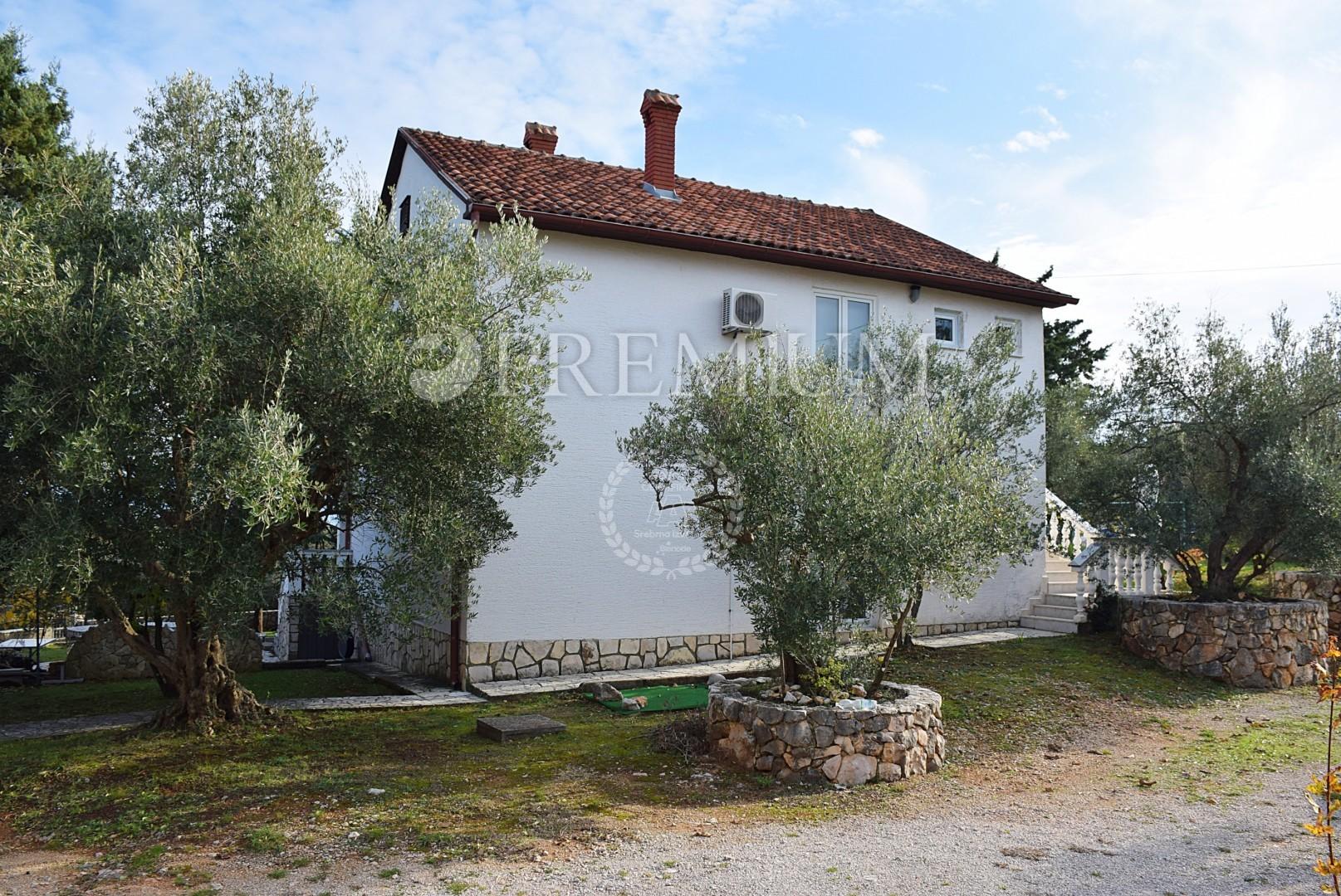 Zona di Šilo, vendita, casa indipendente con vista sul mare!