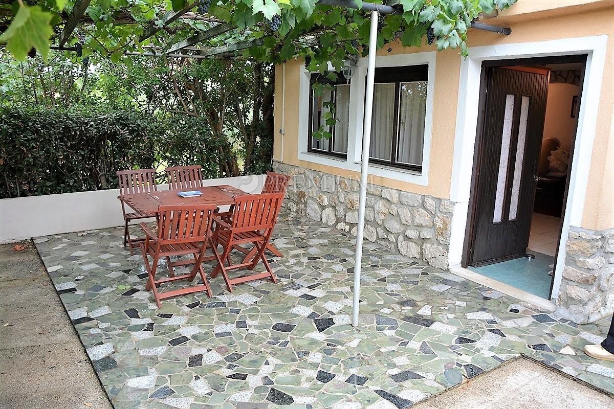 Šilo, prodaja dijela kuće s 3 zasebne stambene jedinice, 250 m od mora!