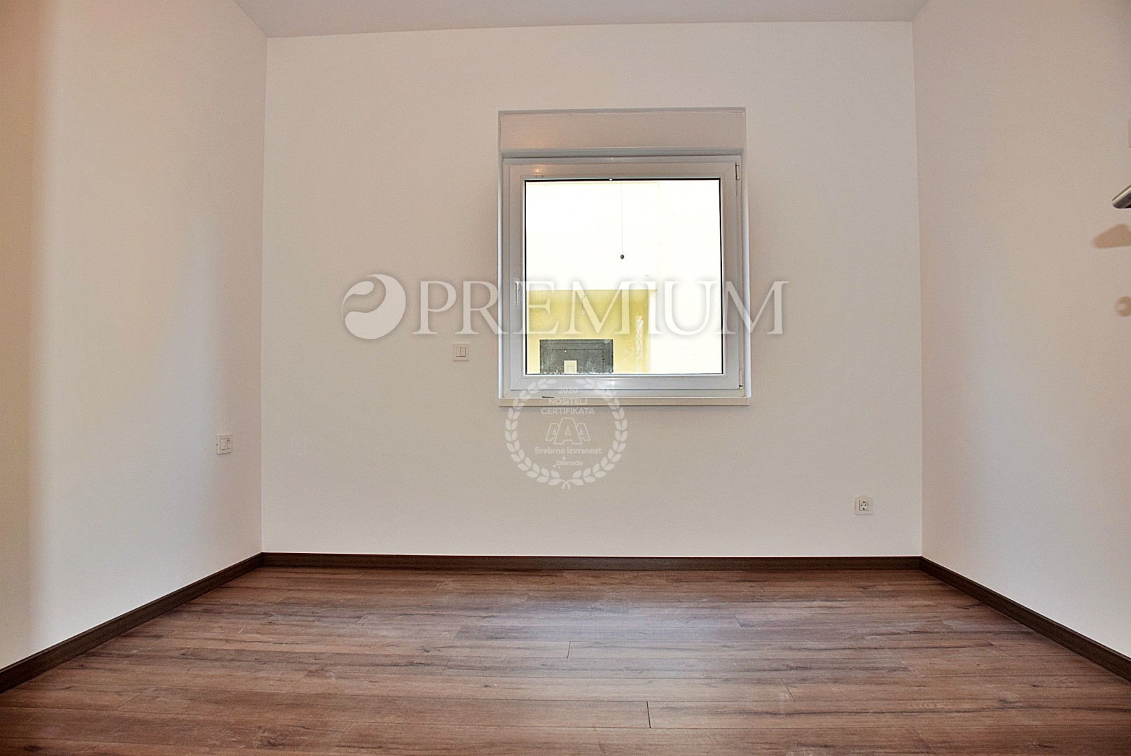 Njivice, prodaja apartmana u prizemlju novogradnje s okućnicom!