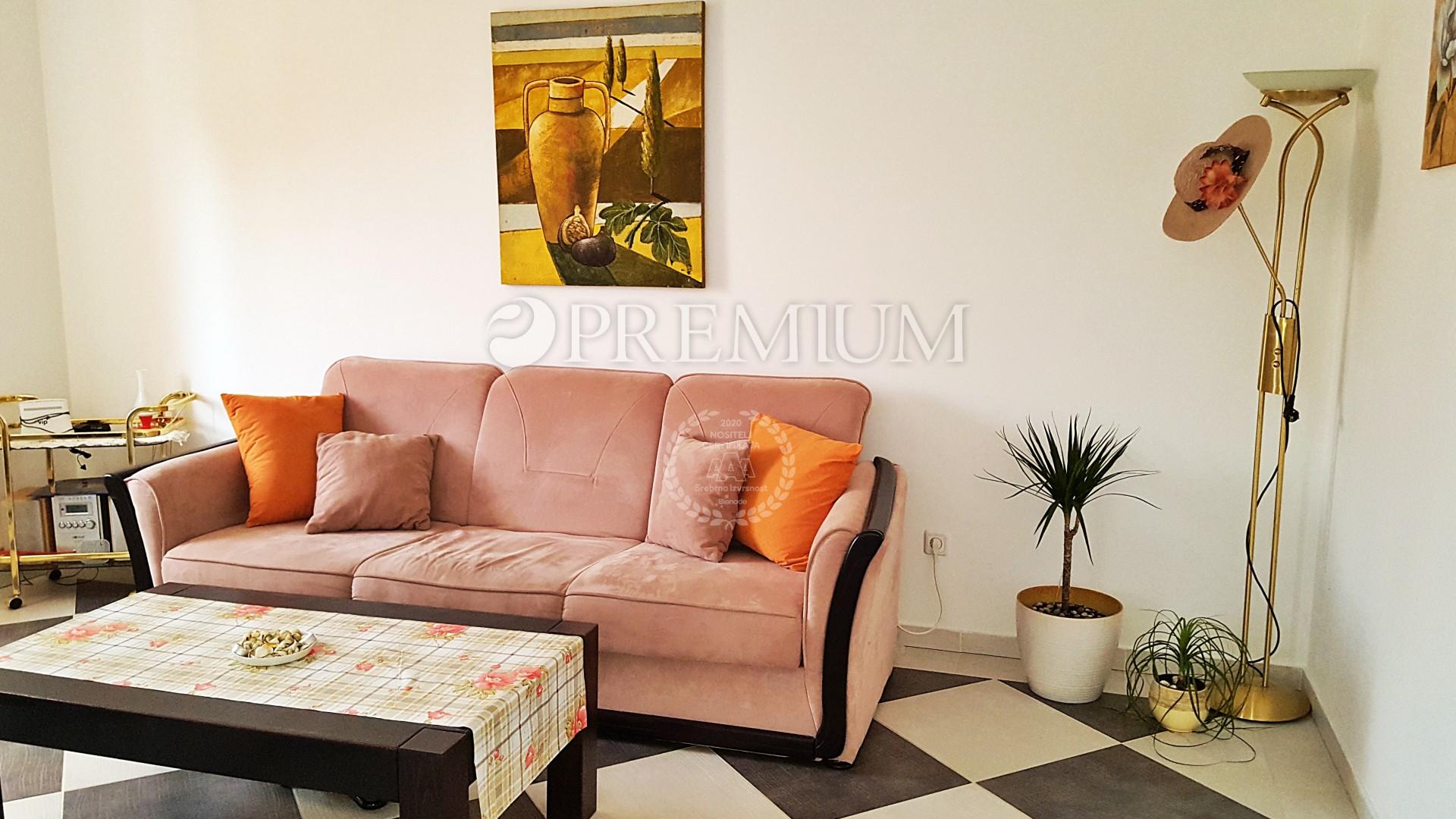 Uvala Soline, prodaja, namješteni apartman na prvom katu, 100 m od mora!