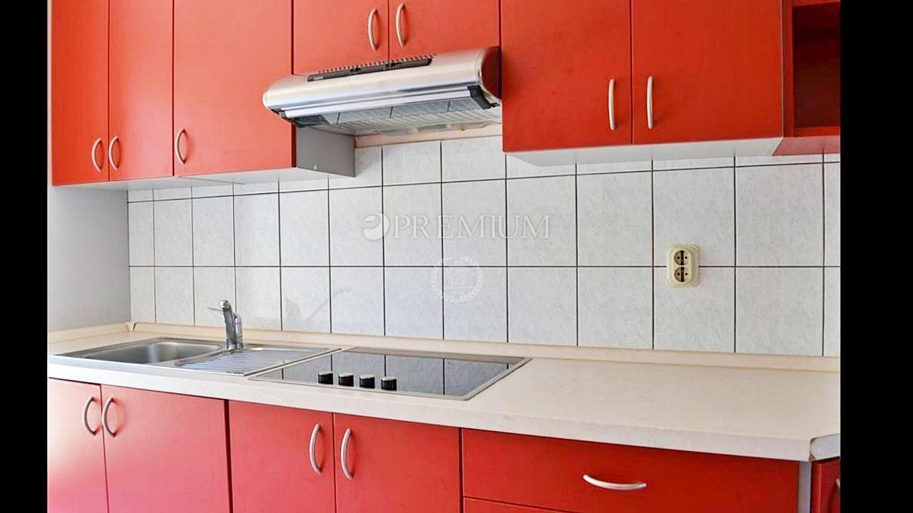 Baška, prodaja, opremljeno stanovanje v prvem nadstropju z pripadajoči studio apartmajem!