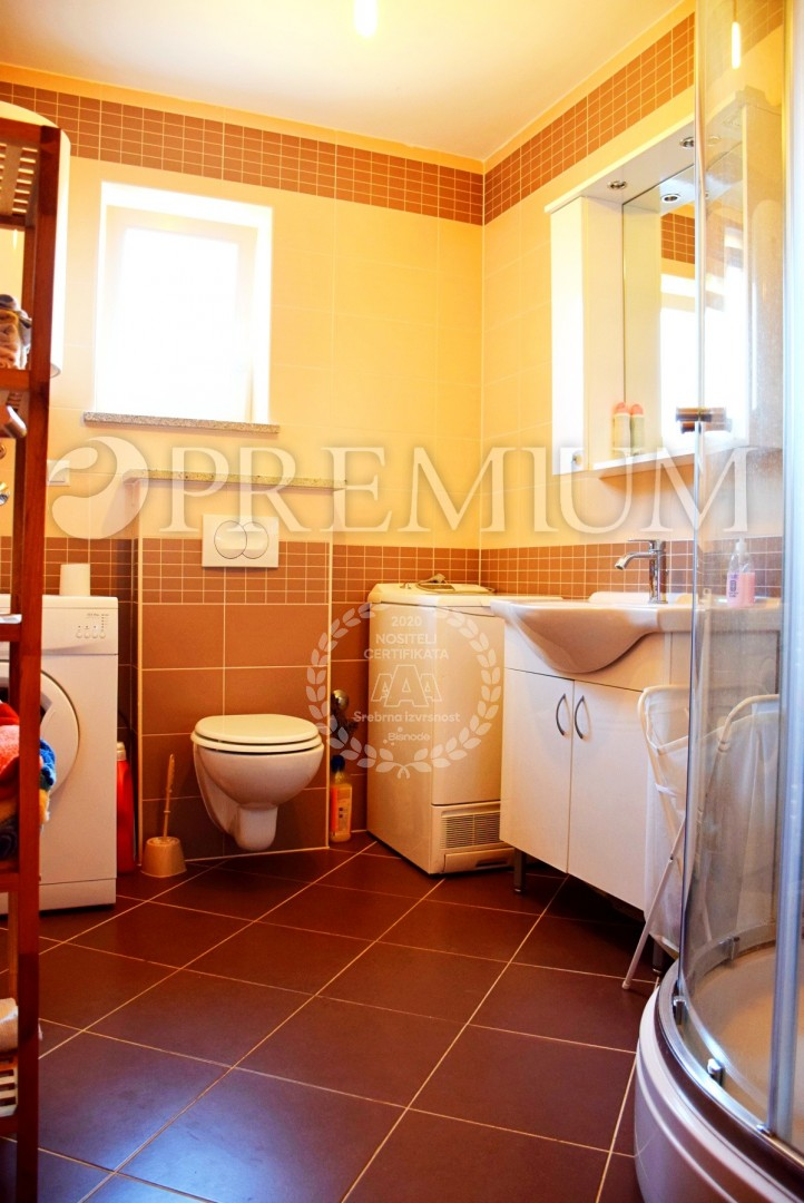 Klimno, sale, ground floor apartment with garden, 350 m from the sea!