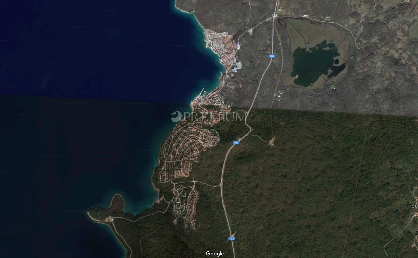 Njivice, prodaja, građevinsko zemljište 600 m od mora!