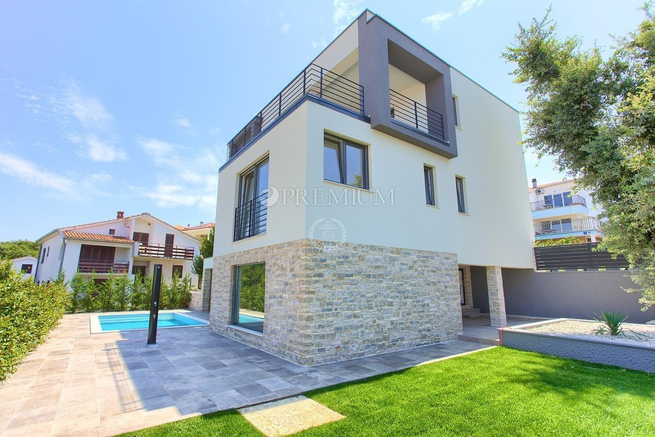 Njivice, prodaja, moderna villa s bazenom i pogledom na more!