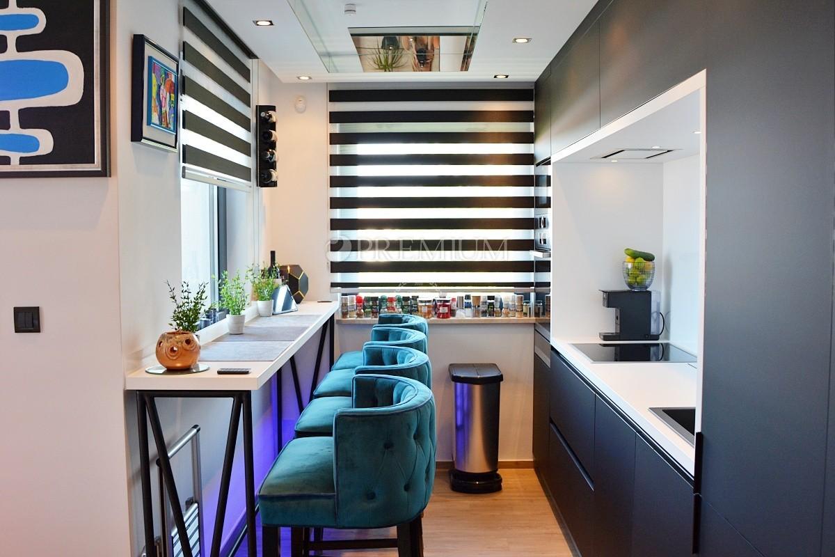 Malinska, prodaja, moderno opremljen apartma s pogledom na morje, na mirni lokaciji!