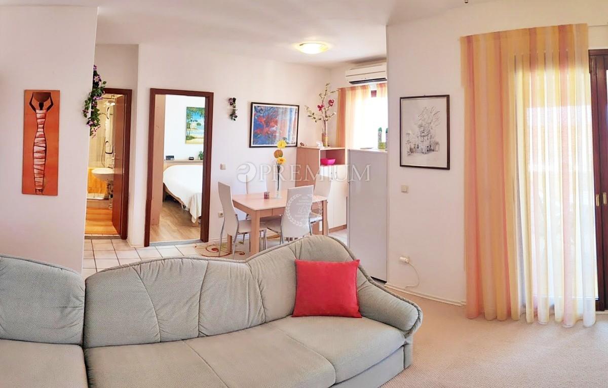 Malinska, prodaja, lepo opremljeno dvosobno stanovanje s pogledom na morje!