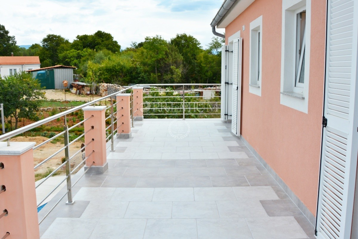 Blizina Dobrinja, prodaja, kuća s bazenom na idiličnoj lokaciji na rubu zelene zone!