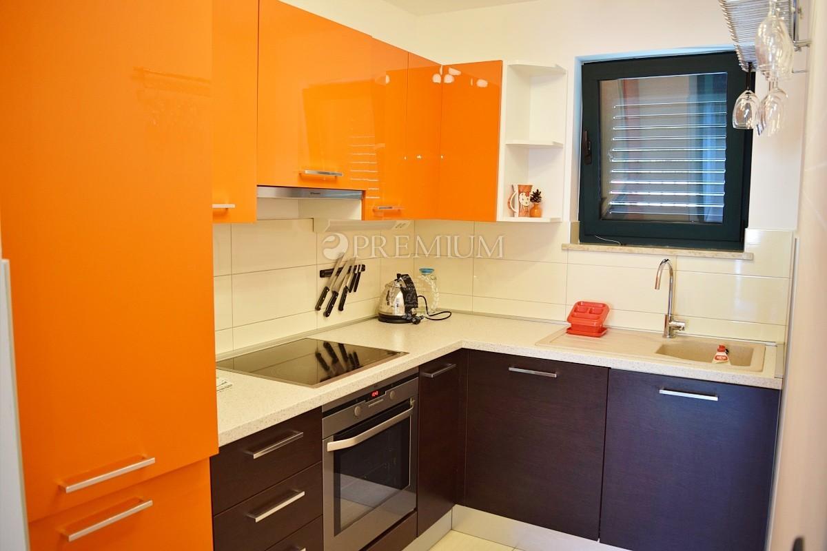 Malinska, prodaja, dvosobni apartman s dnevnim boravkom, 57 m2, prizemlje, 150 m od plaže!