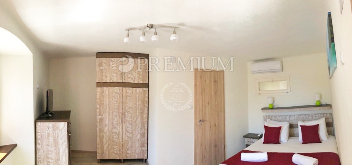 Omišalj, prodaja, stara kamena kuća uređena kao mali privatni hotel u tradicionalnom stilu otoka Krka!