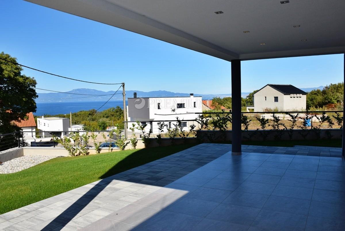 Malinska, okolica, prodaja nove luksuzne vile z bazenom in pogledom na morje!