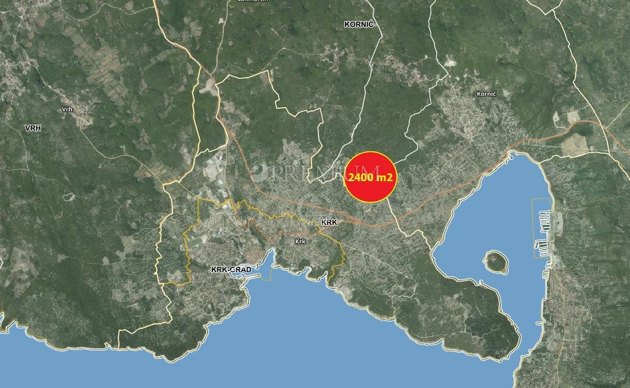 Krk, dintorni,  terreno agricolo di 2386 m2 con 36 alberi di ulivo in vendita!