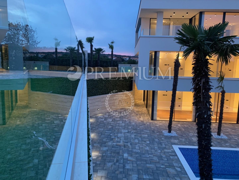 Krk, moderno appartamento di 106 m2 in vendita al primo piano di una villa di lusso !!