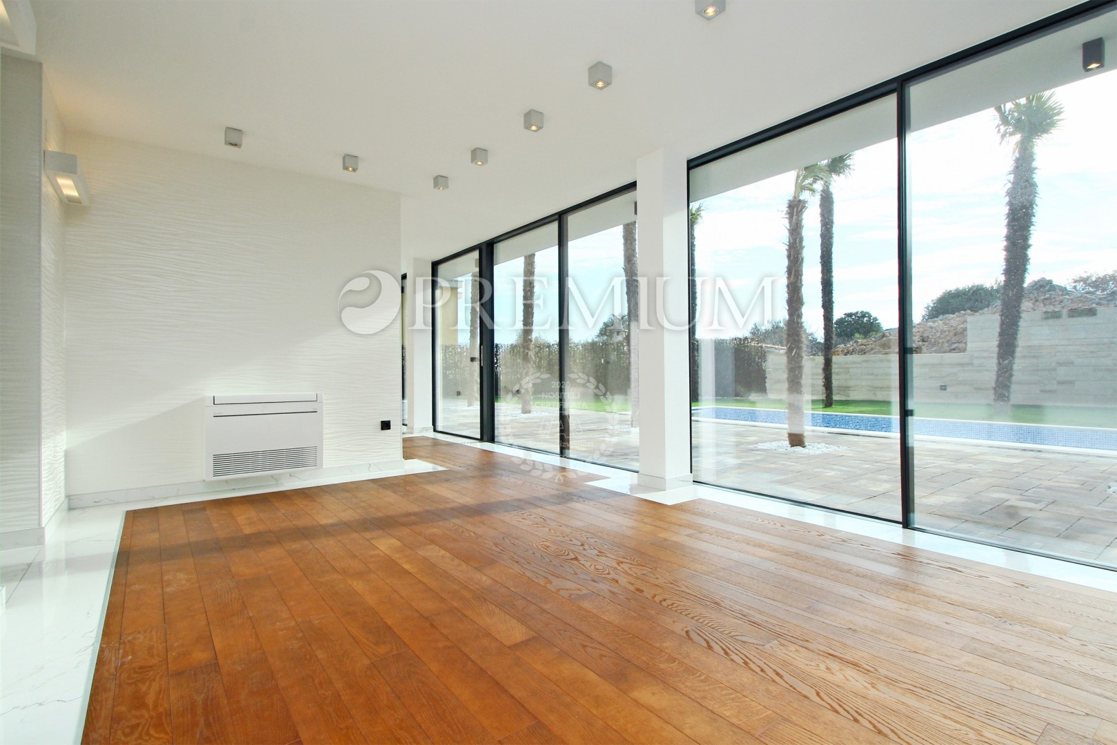 Krk, prodaja modernog apartmana od 54 m2 na drugom katu luksuzne ville !!
