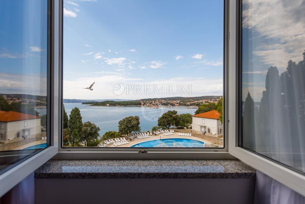 Krk, prodaja, prekrasan hotel sa 34 sobe i 4 apartmana prvi red do mora! Ekskluzivna lokacija!