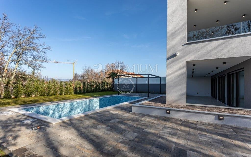 Malinska, prodaja, vrhunski novoizgrađeni apartman u prizemlju s bazenom.