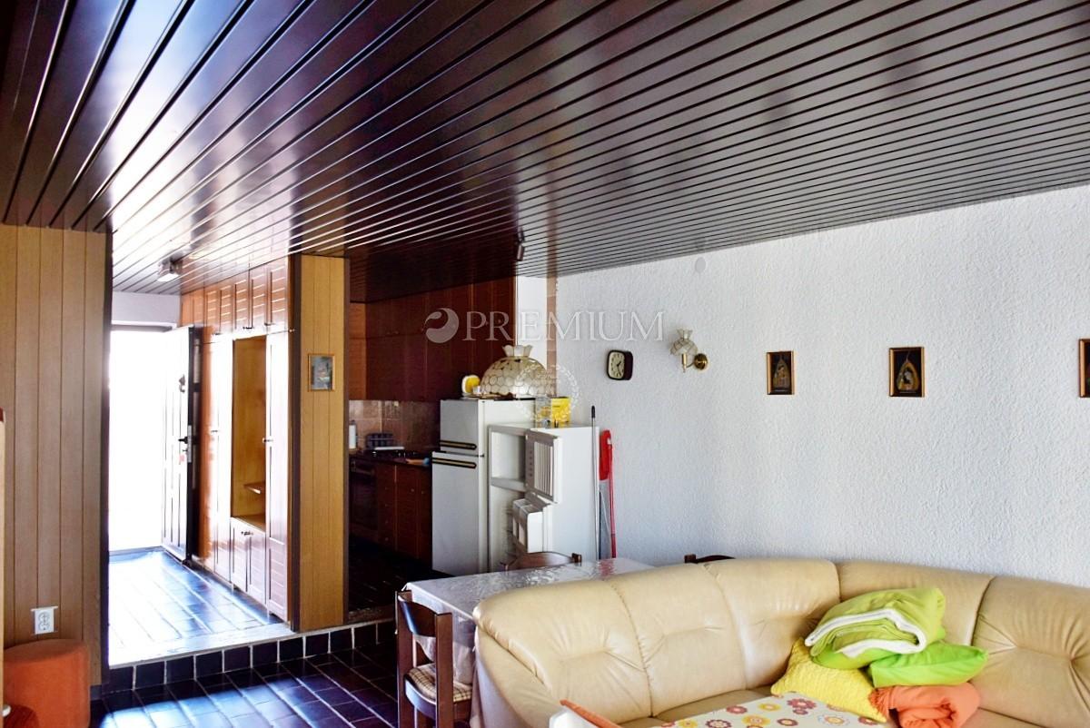 Punat, prodaje se dvojna kuća s vrtom, 350m od mora i u blizini svih sadržaja!