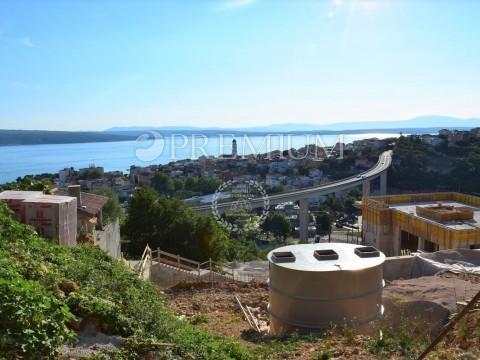 Crikvenica, prodaja apartmana u prizemlju novogradnje !! Okućnica, bazen i pogled more !!