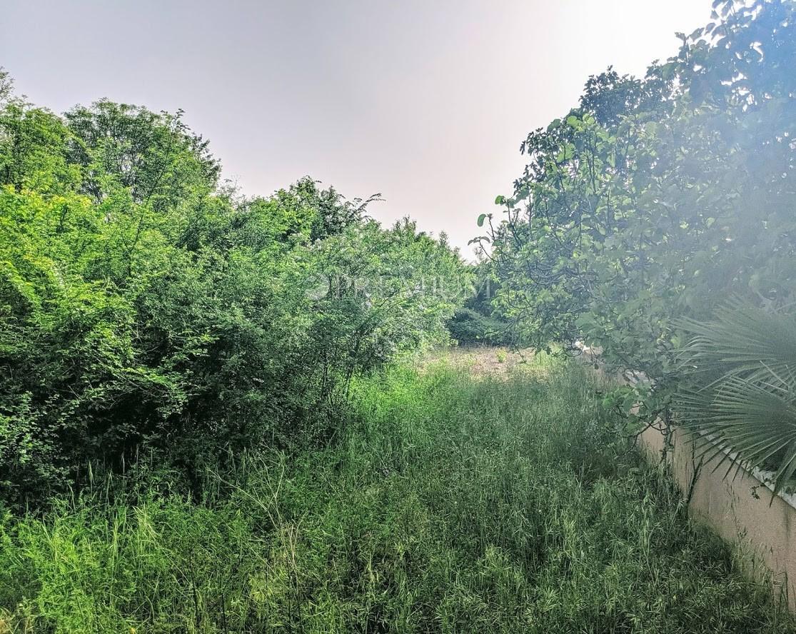 Uvala Soline, prodaja građevinskog zemljišta pravilnog oblika samo 100 m od mora!