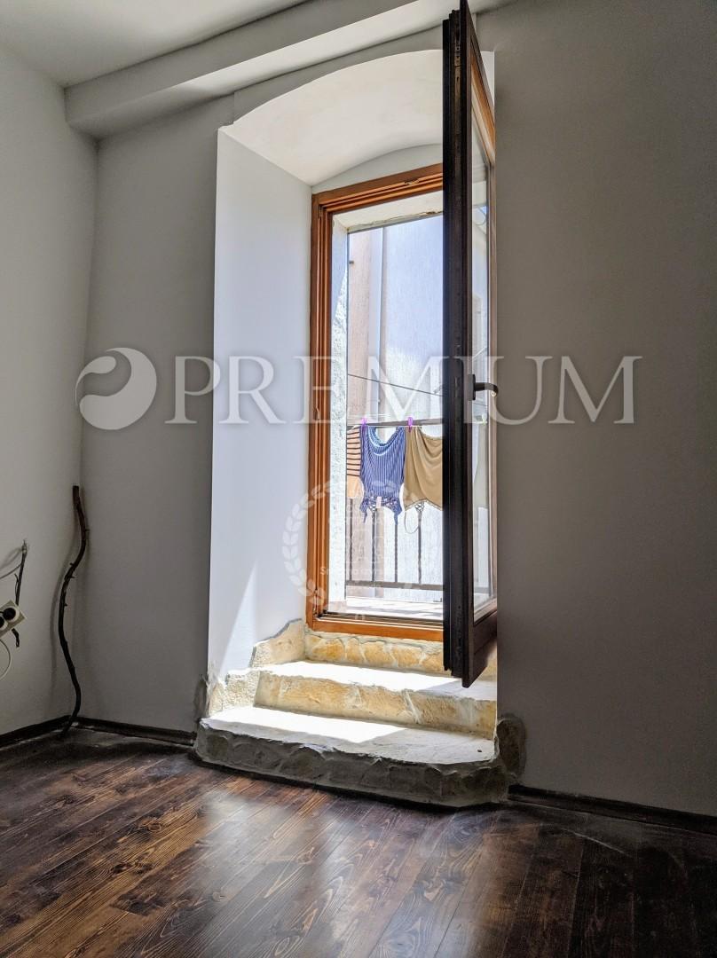 Punat, prodaja, adaptirana kuća u staroj jezgri grada, s pogledom na more!