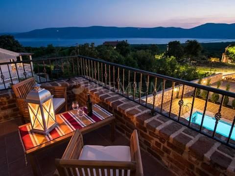 Krk, nova kamnita hiša z bazenom in pogledom na morje, prodamo!