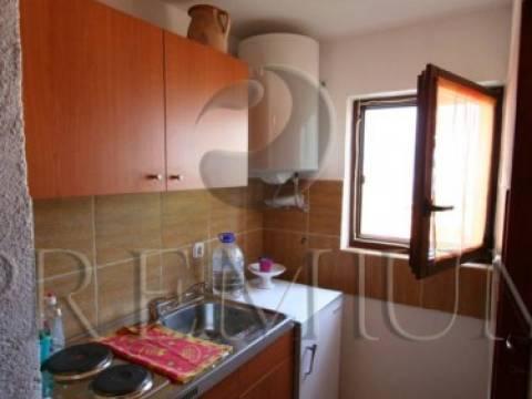 Šilo, prodaja, adaptirana stara kamena kuća s okućnicom površine 200m2 i pogledom na more !!