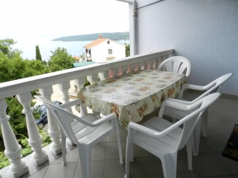 Njivice, prodaja, stanovanje v drugem nadstropju s čudovitim pogledom na morje!