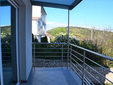 Uređeni dvoetažni apartman sa pogledom na more!!