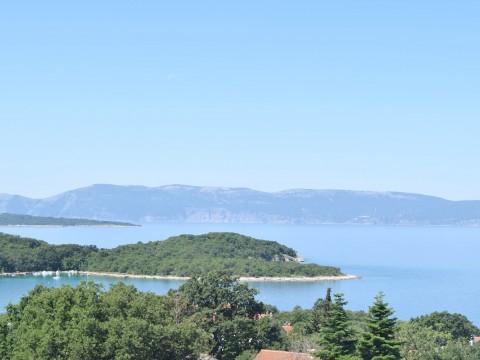 Njivice, prodaja urbane ville na atraktivnoj lokaciji sa pogledom na more!!