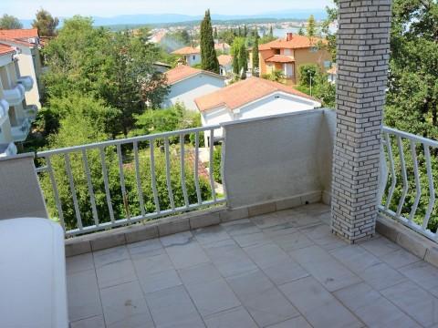 Malinska, prodaja opremljenog apartman 250 m od mora !!