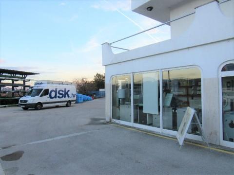 Viškovo, prodaja poslovno - stanovanjski stavbi v 4 nadstropjih 1244 m2 !!
