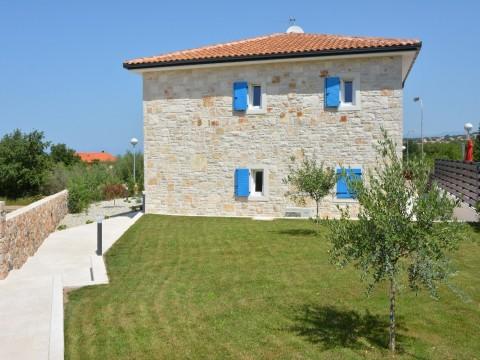 Malinska, prodaja nove namještene samostojeće kamene kuće s bazenom!!